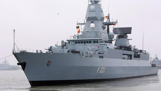 Deutsche Marine rettet Flüchtlinge und zerstört Boote