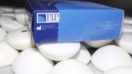 Industriesilikon: Brustimplantate der französischen Firma PIP – hier 2012 in einem Firmengebäude in La Seyne-sur-Mer – kommen den TÜV teuer zu stehen.