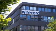 Der Schriftzug von Wirecard an der Firmenzentrale des Zahlungsdienstleisters in Aschheim