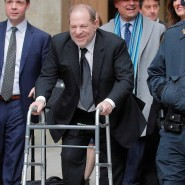 Zeigte sich gebrechlich: Harvey Weinstein verlässt am Donnerstag das Gerichtsgebäude in New York.