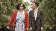 Ungleiche Kampfgemeinschaft: Helena Bonham Carter (links) als Eleanor und Hilary Swank als Anwältin Colette.