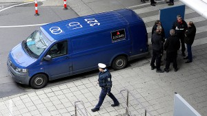 Maskierte überfallen Geldtransporter am Flughafen Köln/Bonn