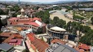 Sich literarisch vergewissern, was da eigentlich vorgefallen ist: die sanierte Altstadt von Tiflis