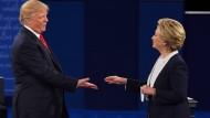 Trump und Clinton vor der letzten TV-Debatte
