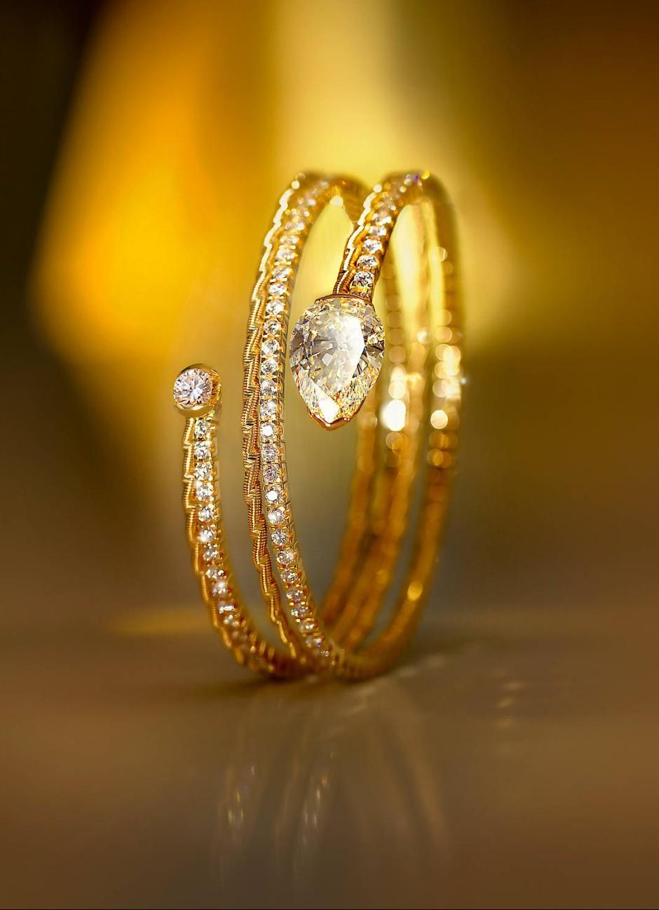 Edles Einzelstück: Armband mit 141 Brillanten und einem Acht-Karat-Diamanten als Schlangenkopf