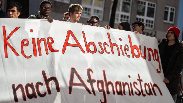 Abgelehnte Asylbewerber landen in Kabul