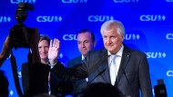 Ernste Gesichter: Horst Seehofer am Wahlabend in München