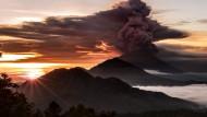 Vulkan hält Menschen auf Bali in Atem