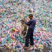 Auch wer nicht davon lebt, Plastikflaschen zu sortieren, trägt vermutlich Kunststoffpartikel im Körper.