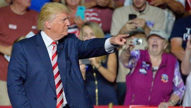 Trump droht mit Einladung von Clintons früherer Geliebter