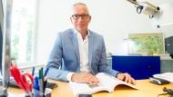 Die Stiftung Lesen in Mainz beschäftigt sich mit dem Thema Leseförderung. Geschäftsführer Jörg Maas erklärt, was wichtig ist.