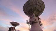 Radaranlagen auf dem chinesischen Schiff Yuanwang-3 überwachen Satelliten im Weltall.