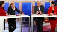 Duell der aussichtsreichsten Paare im Ringen um den SPD-Vorsitz: Klara Geywitz und  Olaf Scholz, Norbert Walter-Borjans und Saskia Esken (von links nach rechts)