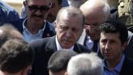 """Erdogan nannte den Putschversuch in der Türkei ein """"Geschenk Gottes"""", um nun """"zu säubern""""."""