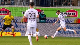 Drei Tore in fünf Minuten – St. Pauli festigt Tabellenführung