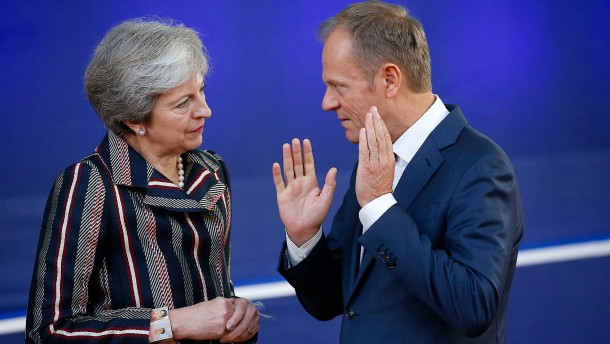 """May bittet EU um Brexit-Aufschub, Tusk bietet """"Flextension"""" an"""