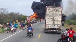Tanklasters überschlägt sich und explodiert
