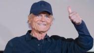Zusammen mit seinem Kollegen Bud Spencer drehte er zahlreiche Western mit Witz. Bereits als Zwölfjähriger stand er vor der Kamera, auch im Alter produziert der gebürtige Italiener noch Filme. Heute feiert Hill seinen 80. Geburtstag.
