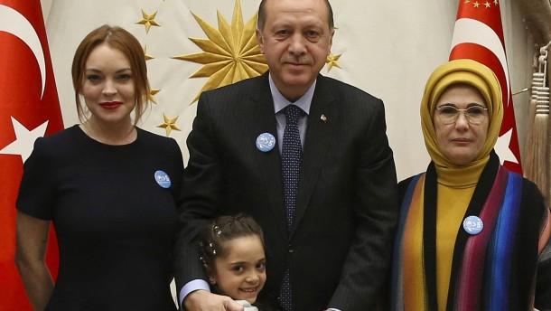 Erdogan empfängt Aleppo-Bloggerin Bana und Lindsay Lohan