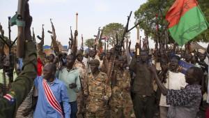 Rebellen töten hunderte Menschen
