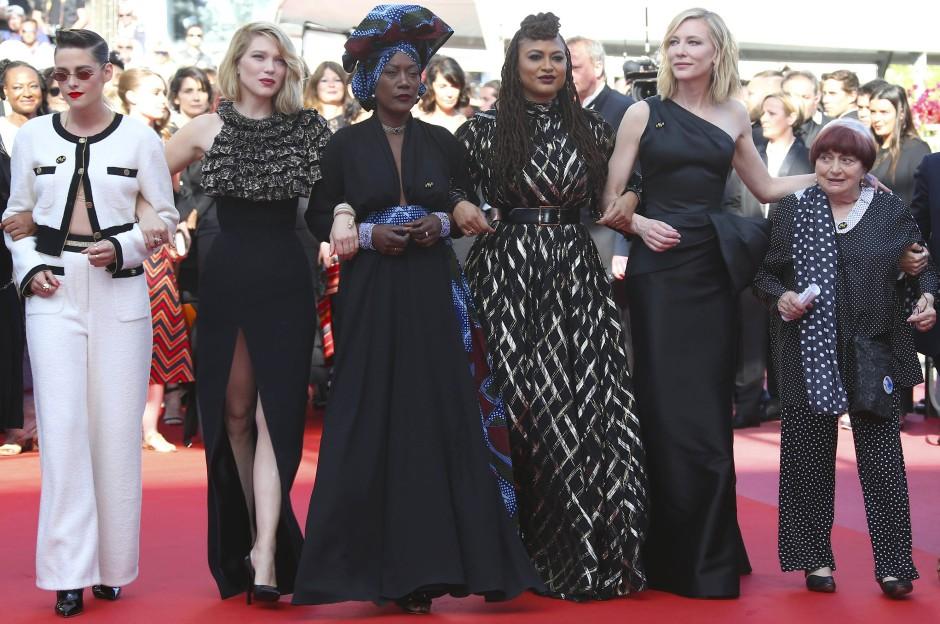 Feminismus war ihr schon immer ein Anliegen: Agnès Varda (rechts) bei den Filmfestspielen in Cannes 2018 mit den Jurymitgliedern Kristen Stewart, Léa Seydoux, Khadja Nin, Ava Duvernay und Cate Blanchett (von links).