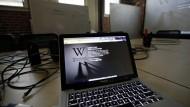24 Stunden nur schwarz: Wikipedia war der Anführer einer Protestbewegung, an der - zumindest schriftlich - sogar Mark Zuckerberg teilnahm