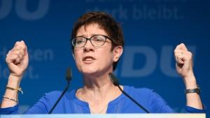 Kramp-Karrenbauer: Muslime passen zur CDU