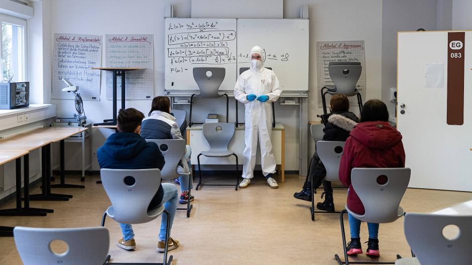 An den Corona-Tests hängt der Schulbetrieb nach Ostern.