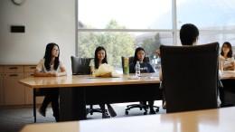 Ein misstrauisches Auge auf chinesische Studenten