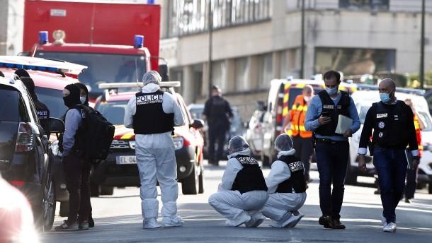 Nach tödlichem Angriff auf Polizistin drei Personen in Gewahrsam