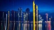 Bankentürme in Frankfurt am Main: Hat die Blockchain-Technologie das Zeug dazu, ganze Branchen aufzulösen?