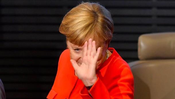 """""""Merkel bleibt CDU-Vorsitzende"""""""