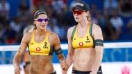 Die im Moment beiden besten deutschen Beachvolleyballerinnen: Chantal Laboureur (li) Julia Sude (re)