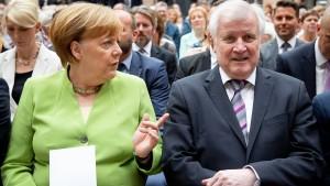 Seehofer wirft Merkel schlechten Stil vor