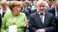 Im Zwiegespräch: Angela Merkel und Horst Seehofer am Mittwoch in Berlin.