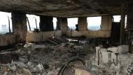Gerade die oberen Stockwerke des Grenfell Towers sind völlig ausgebrannt