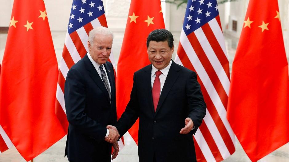 Gute Beziehungen? Biden mit dem chinesischen Präsidenten Xi Jinping in Peking im Dezember 2013