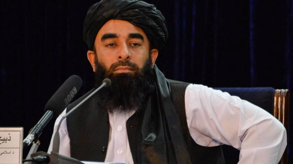 Wie glaubwürdig ist der Rollenwechsel? Der Taliban-Sprecher Zabihullah Mudschahid hält in Kabul am 24. August 2021 eine Pressekonferenz ab.