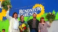 Trügerische Harmonie: Abschluss des Vereinigungsparteitags von Grünen und Bündnis 90 in Leipzig 1993