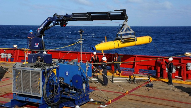 Mini-U-Boot soll nach verschollenem Flugzeug suchen