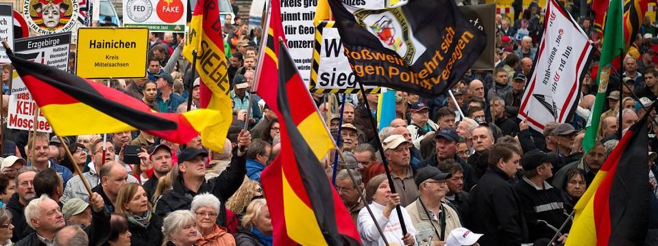 Pegida bestimmt das Schmuddel-Image der Ostdeutschen.