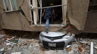 Erdbebenopfer fordern mehr Hilfe