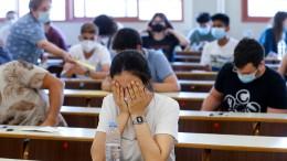 """""""Langsam drehen uns die Studierenden durch"""""""