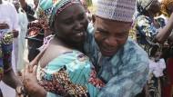 Entführte nigerianische Mädchen mit Familien wiedervereint