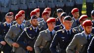 Im Stechschritt: Soldaten der Bundeswehr im September 2016 im thüringischen Niederburg