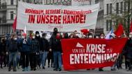 """""""Von der Krise zur Enteignung"""": Klare Forderungen bei einer Berliner Demo im Wedding zum 1. Mai."""