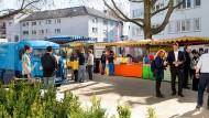 Treffpunkt: Am neugestalteten Hopfengarten haben die Händler donnerstags wieder ihre Stände geöffnet.