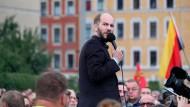 """Martin Kohlmann von """"Pro Chemnitz"""" spricht bei einer Demonstration vor dem Stadion des Chemnitzer FC."""