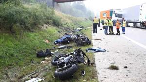 Vier tote Motorradfahrer bei schwerem Unfall