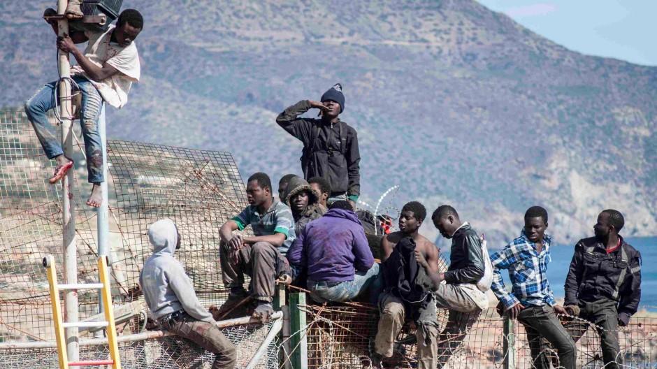 Flüchtlinge an der Grenze zwischen Marokko und der spanischen Exklave Melilla